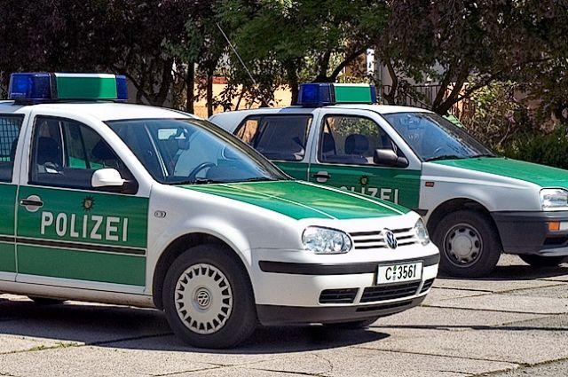 Австриец расстрелял соседей и исчез нафургоне, разрисованном фашистским приветствием