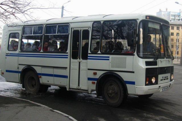 ВКургане шофёр «ПАЗа» зажал дверьми девочку ипротащил ее
