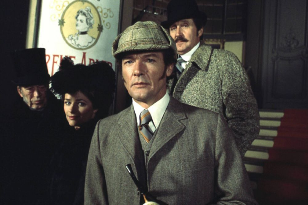 Роджер Мур («Шерлок Холмс в Нью-Йорке», 1976).