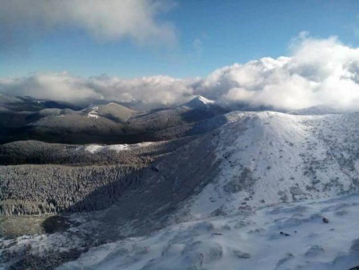 Cнег в Карпатах до сих пор не прекращается и, по данным синоптиков, продолжается ближайшие четыре дня.