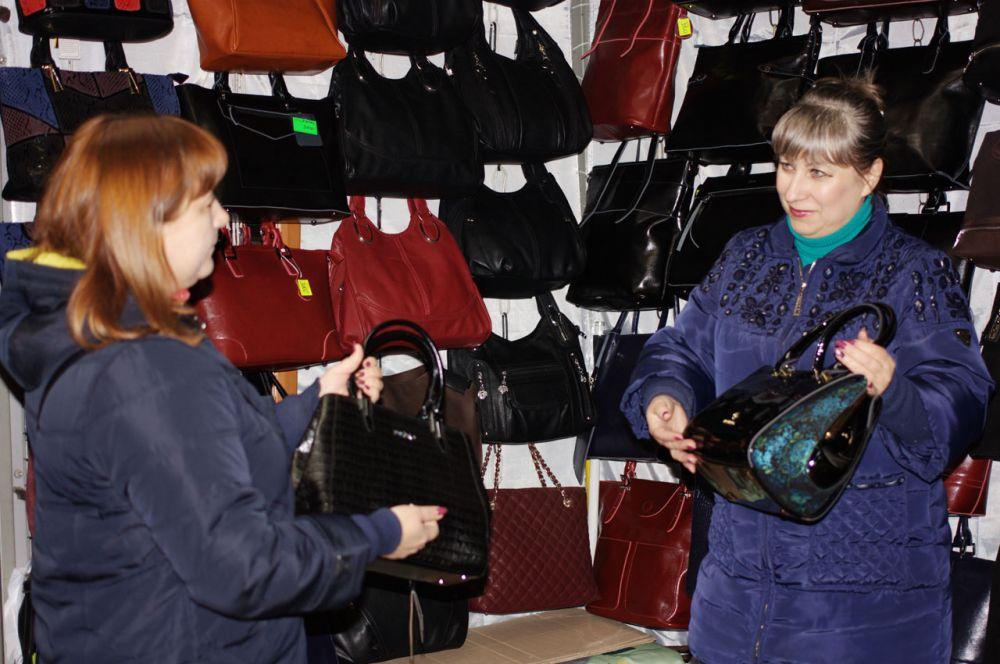 В «ТК Рассвет» большой выбор сумок, разных по форме, цвету и материалу.
