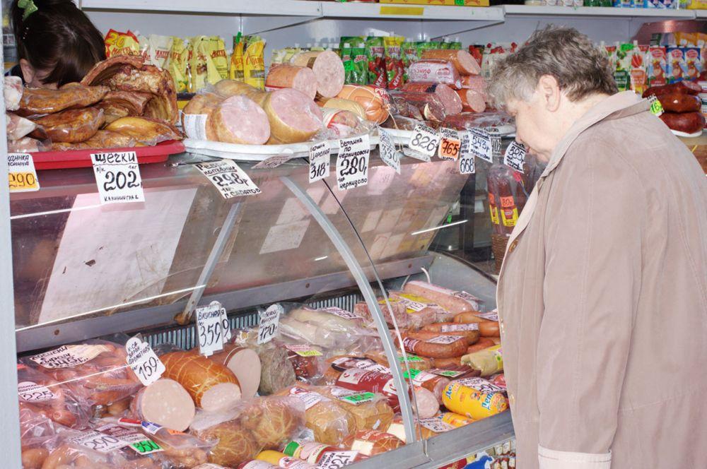 На сельскохозяйственном Тракторозаводском рынке огромный выбор молочной, мясной, кондитерской продукции.