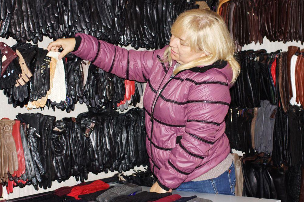 Тут же  к верхней одежде можно подобрать аксессуары: головной убор, перчатки, сумку.
