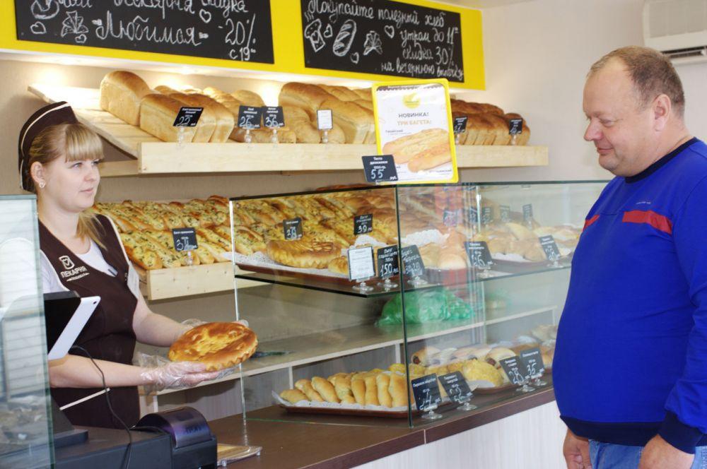 Недавно на территории сельскохозяйственного рынка заработала новая пекарня, где большой выбор сдобной и сытной выпечки.
