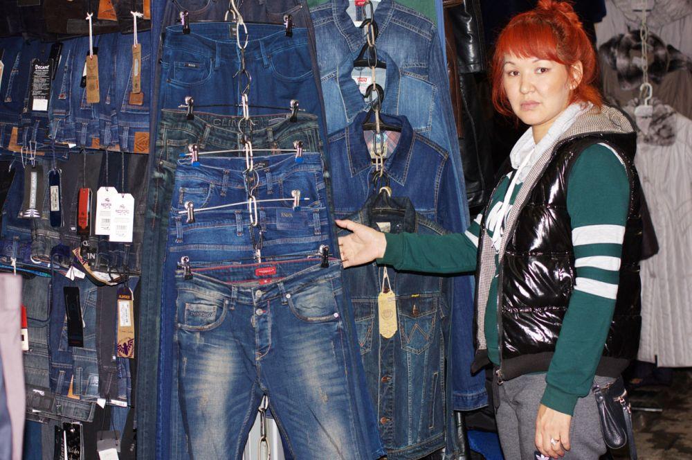 На рынке всегда много молодежи, которая может обновить гардероб в соответствии с модными тенденциями.
