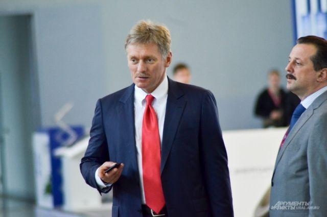 Песков назвал смехотворным обвинение вподготовке в2016-м встречи В. Путина иТрампа
