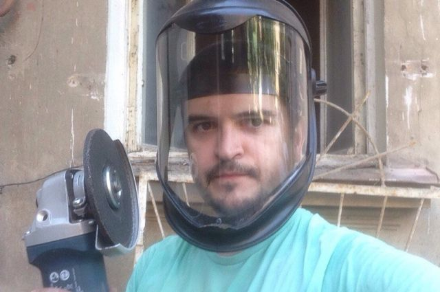 Полтора года Михаил Синакин провёл в гараже с «болгаркой» и дрелью, изобретая новый способ упаковки бахил.
