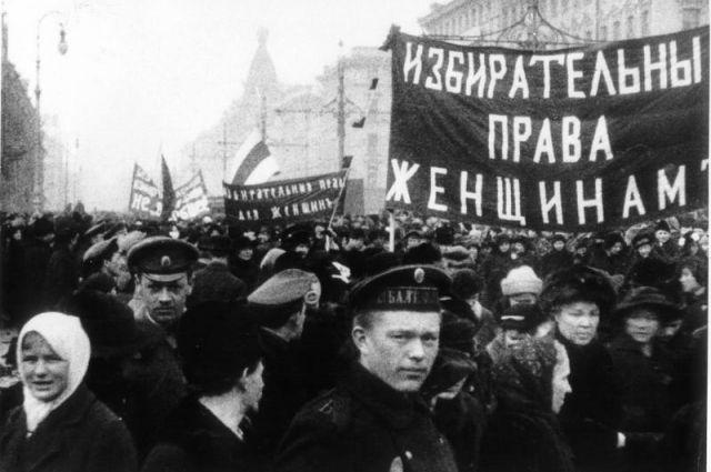 Крупская, Арманд, Засулич, Фигнер, Самойлова, Брешко-Брешковская и ещё тысячи женщин порвали со своей социальной средой.