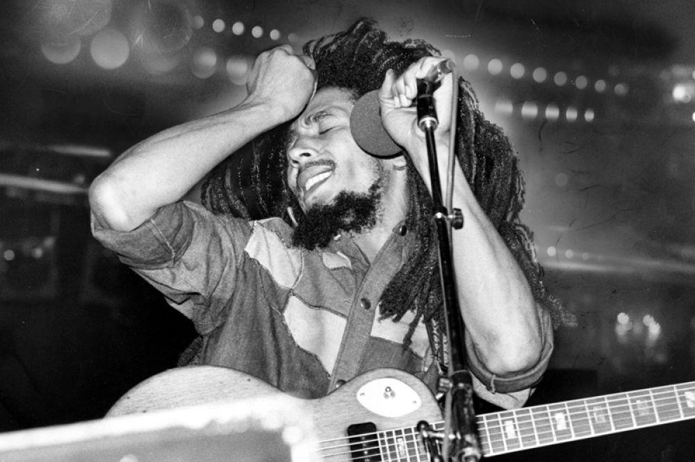 5 место. Боб Марли с доходом в 23 миллиона долларов замыкает пятерку рейтинга. Подобный доход обусловлен продажей продукции брендов House of Marley и Marley Beverage Co.