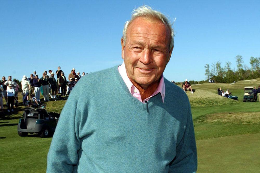 2 место. Доход гольфиста Арнольда Палмера, умершего год назад, составил 40 миллионов долларов. Он был получен за счёт продажи напитка, права на производство которого спортсмен приобрел при жизни.
