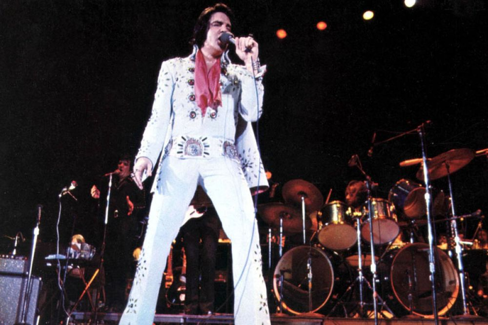 4 место. Доход «короля рок-н-ролла» Элвиса Пресли составил 35 миллионов долларов благодаря развлекательному комплексу и новой гостинице The Guesthouse в Грейсленде.