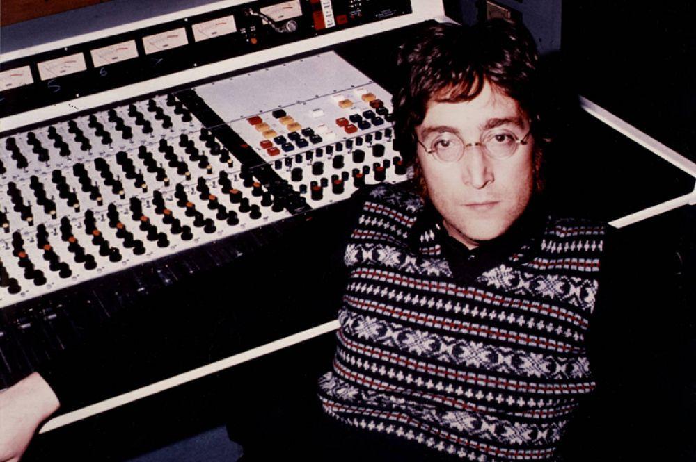 9 место. Доход вокалиста знаменитой британской группы The Beatles Джона Леннона, погибшего 8 декабря 1980 года, составил 12 миллионов долларов. Большая часть суммы получена от шоу Love Цирка Дю Солей, посвящённому ливерпульской четвёрке.