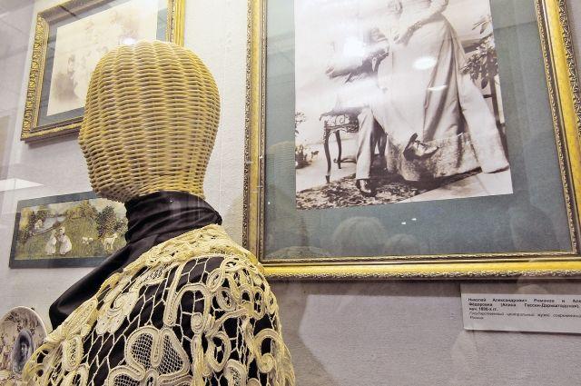 Экспонаты требуют особо бережного отношения.