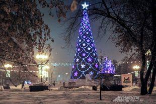 В этотм году елку украсят в серо-золотой гамме, а не в привычной бело-голубой.