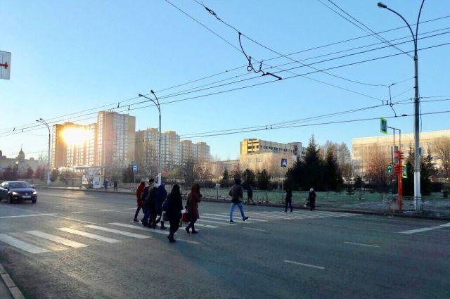 На бульваре Строителей заработали два новых светофорных объекта.