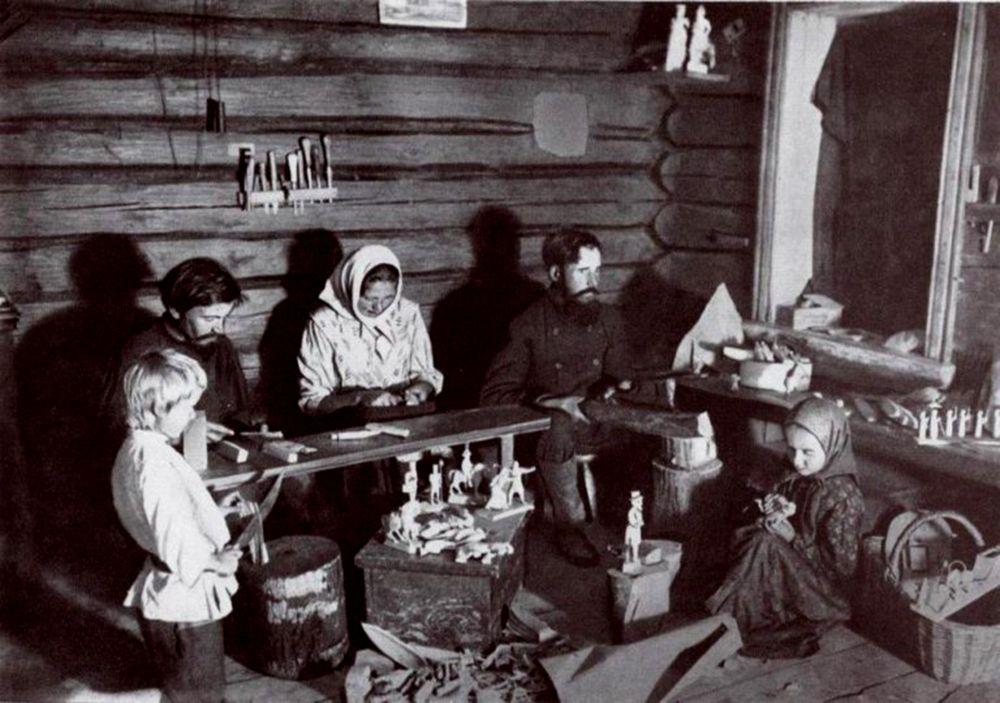Типичная многодетная семья в России.