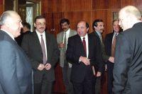 Премьер-министр РФ Виктор Черномырдин (слева), Михаил Ходорковский (2 слева), Борис Березовский (2 справа), Александр Смоленский (справа), 1998 г.