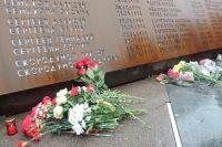 Мемориал открыли в годовщину крушения А321. Со дня катастрофы прошло ровно два года.