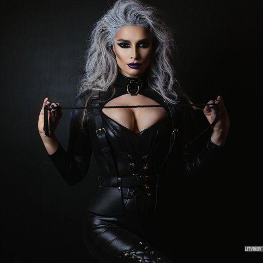 Российская певица и бывшая участница группы ВИА гра, Татьяна Котова примеряла очень сексуальный вамп-образ.