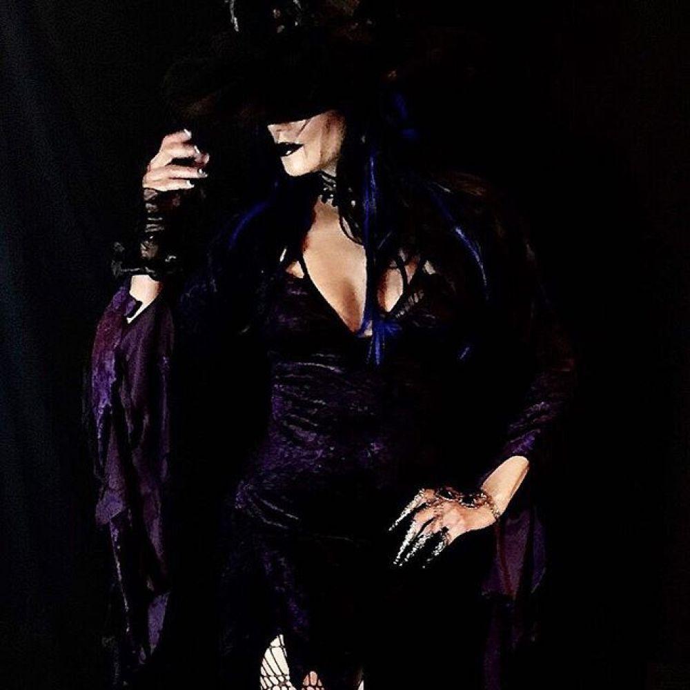 А кто примерил костюм зловещей ведьмы в самый жуткий праздник? Узнали?