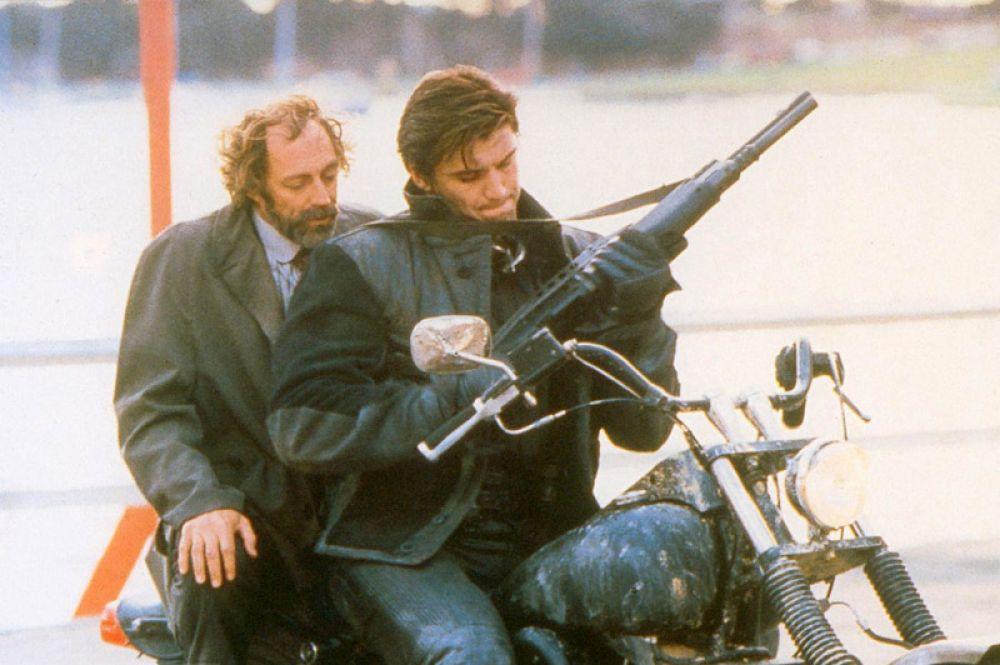 В криминальном боевике «Каратель» (1989) года актёр сыграл роль бывшего полицейского Фрэнка Кастла, который мстит за смерть своей семьи.