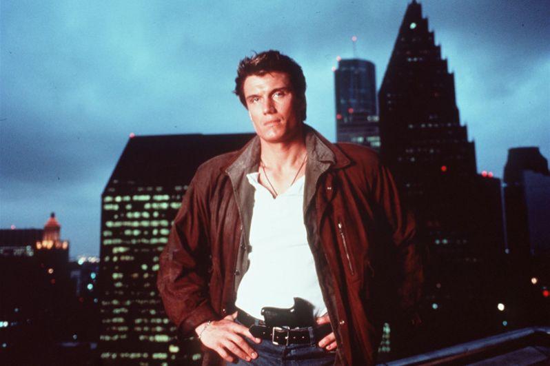 В фантастическом боевике «Ангел тьмы» (1990) Лундгрен исполнил роль детектива Джека Кейна.