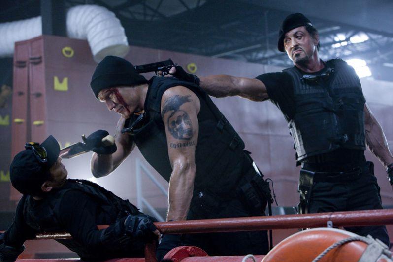 В 2010 году на экраны вышел боевик Сильвестра Сталлоне о группе элитных наёмников — «Неудержимые», в котором Лундгрен сыграл второстепенную роль наркомана Гуннара Йенсена, члена отряда Барни Росса.