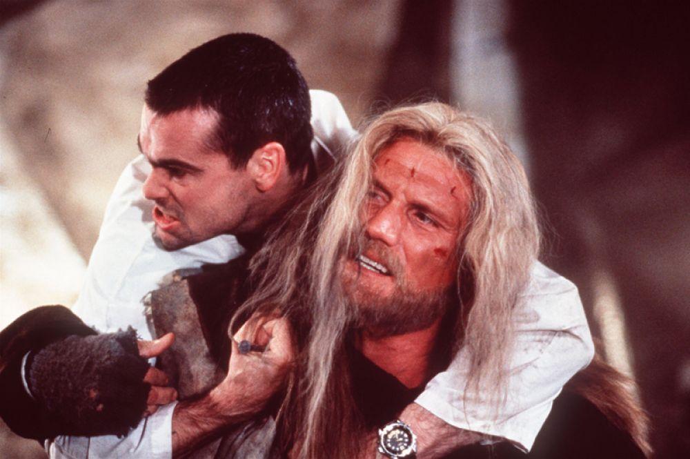 Затем последовала роль в футуристическом киберпанк «Джонни-мнемоник» (1995) с участием Киану Ривза и Такэси Китано,
