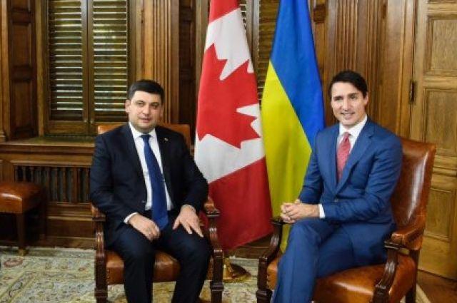 Гройсман подарил премьеру Канады набор украинских носков