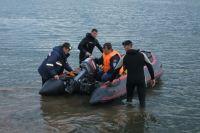 Затонувшую лодку ищут на озере в Челябинской области