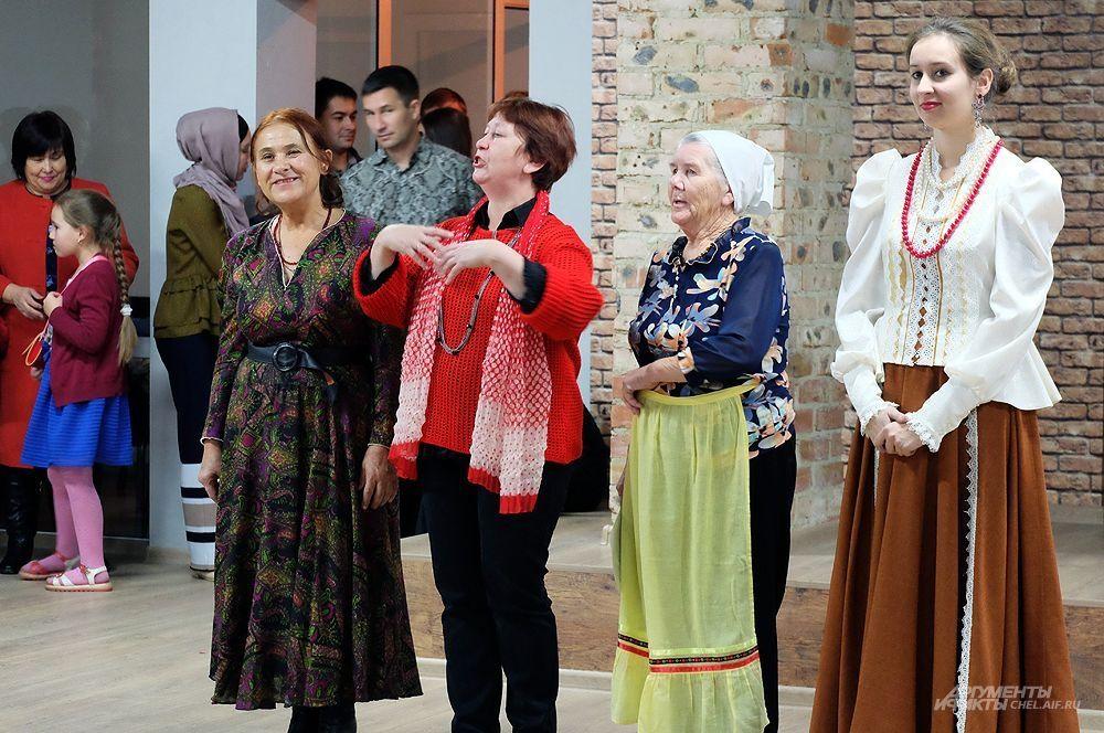 Участники фестиваля, представившие блюда русской кухни.