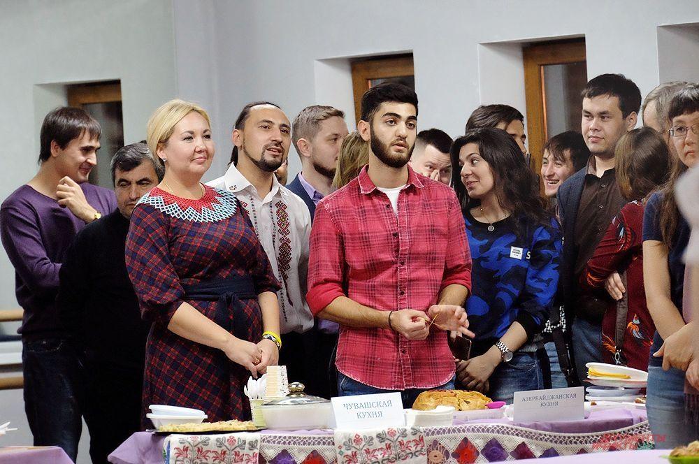 Участники фестиваля рассказали об особенностях кухни своих народов.