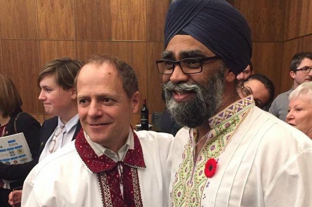 Канадский министр обороны одел вышиванку изаговорил наукраинском