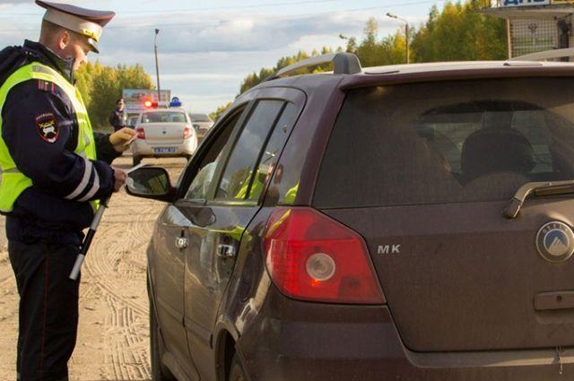 Полицейский предупредил водителя об уголовной ответственности.