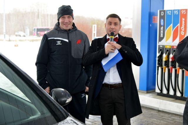 Акцию посетил хоккеист Александр Пережогин.