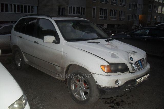 Машину виновник ДТП бросил в одном из близлежащих дворов.