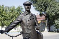 Памятник Кузьме Петрову-Водкину в Хвалынске.