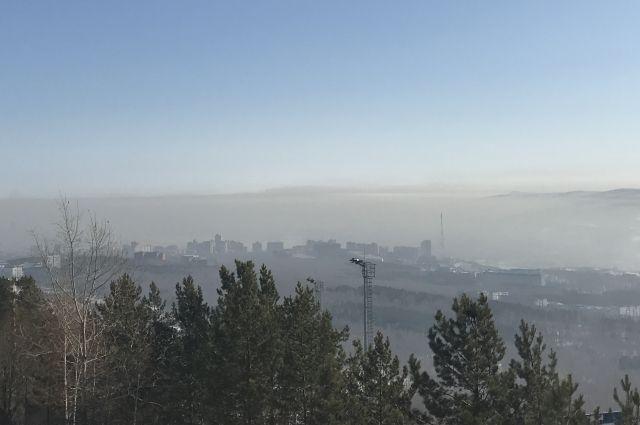 Красноярск заволокло чёрной дымкой.