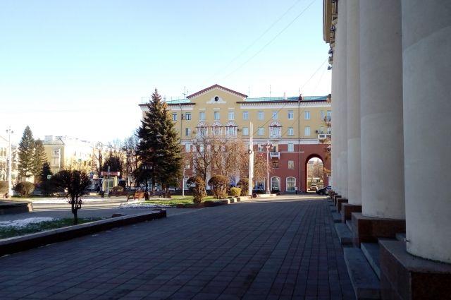 Возле драмтеатра в областной столице умер мужчина.