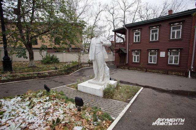 Дом-музей Ленина в Казани расположен на улице Ульяновых
