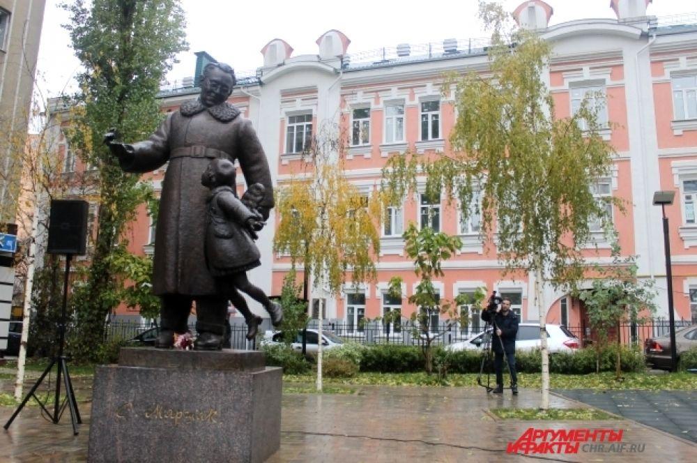 В 2015 году в Воронеже, на Родине поэта, открылся первый в мире памятник Самуилу Маршаку.