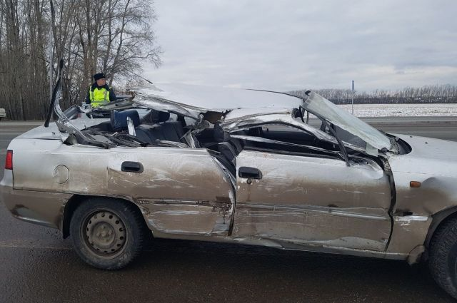 ВБашкирии «Дэу Нексия» залетела под фургон: умер 10-летний ребенок