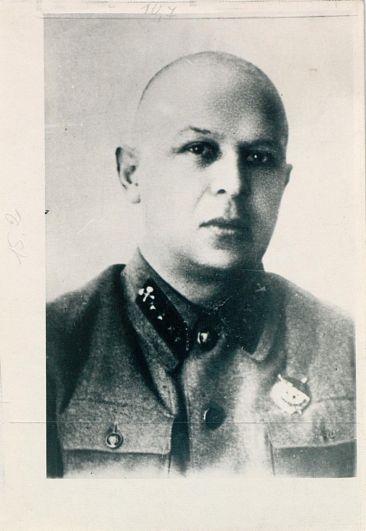 Лев Милх (1896 – 1937 гг.), один из руководителей Октябрьского вооруженного восстания в Казани. Участвовал в подавлении Кронштадтского восстания в 1921 году, был начальником Одесской железной дороги. Репрессирован в 1937 году.
