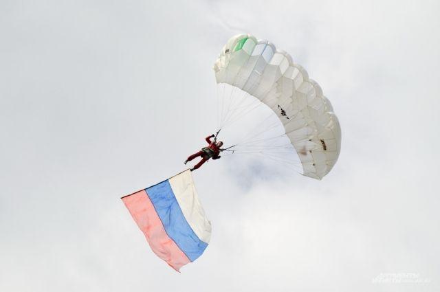 Тюменки могут пройти военную подготовку и даже прыгнуть с парашютом