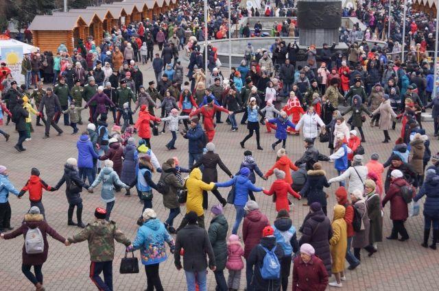 Для красноярцев стало уже традицией отмечать День народного единства хороводом!