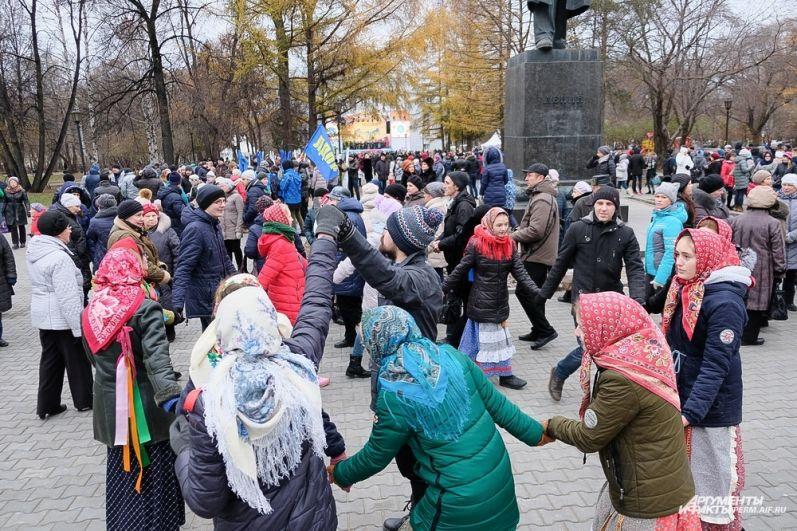 4 ноября в Театральном сквере состоялись праздничные мероприятия в честь Дня народного единства.