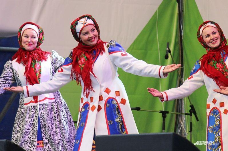Коми-пермятский ансамбль песни и танца «Шондибан» с композицией «Лик Солнца».