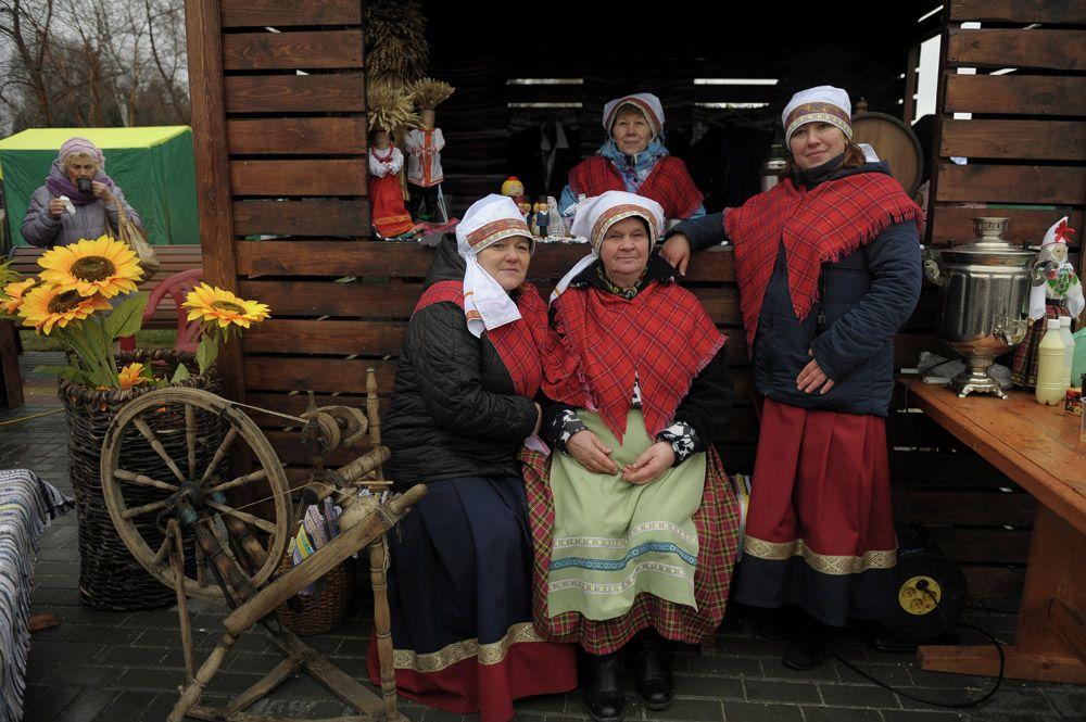 Участницы народных гуляний на праздновании Дня народного единства в Томске.