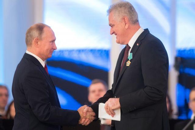 Путин вручил государственные награды в честь Дня народного единства