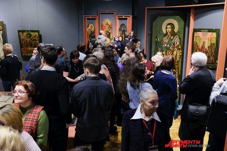 Во втором зале находятся произведения, выполненные в московской оружейной палате известными мастерами.